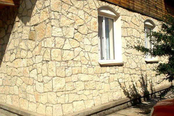 Известняк ценится благодаря своей плотности. Используется много веков для отделки фасада