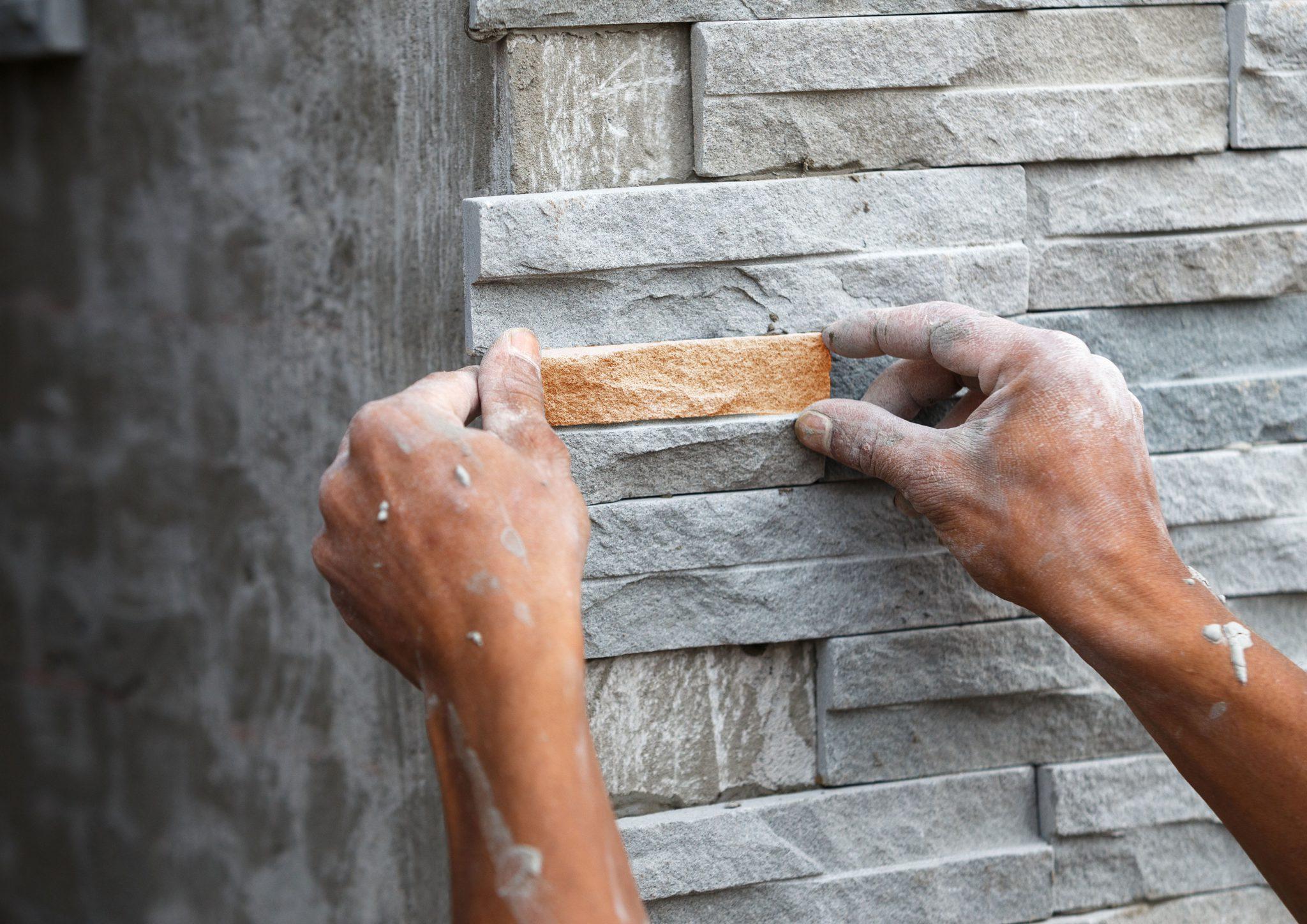 Технологию облицовки фасада натуральным камнем требуется соблюдать неукоснительно
