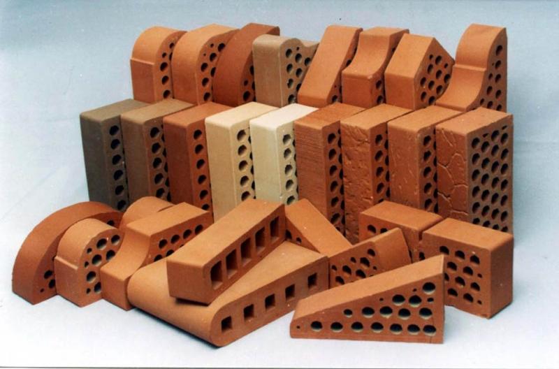 Этот материал изготавливают из глины и добавок