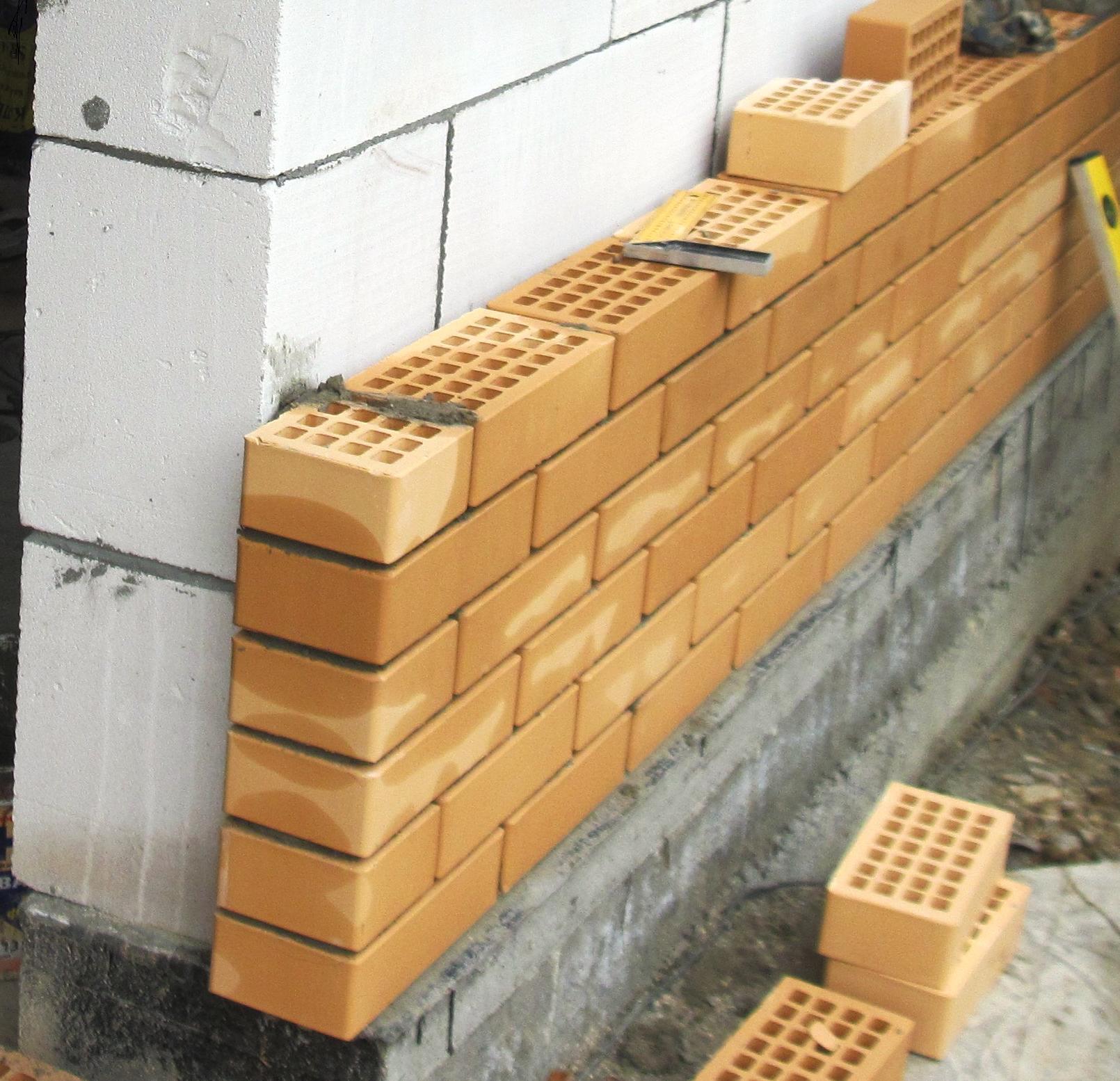 Отделка фасада из газосиликатных блоков.