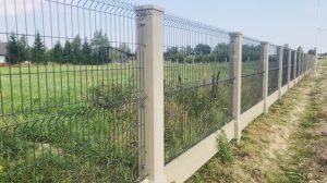 забор из бетонных столбов